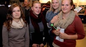 Pro-Karriere im Gespräch mit Jugendlichen auf der Werdohler Messe