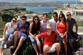 Neue Freunde kennenlernen und die eigenen Fremdsprachenkenntnisse verbessern: Sprachreisen für Schüler verbinden Spaß mit einem hohen Lerneffekt.Foto: djd/TravelWorks