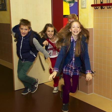 Schulschluss: Kinder brauchen ausreichend Freizeit, um motiviert lernen zu können. Foto: djd/Studienkreis
