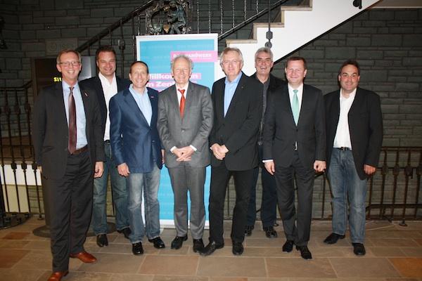 Erfahrungsaustausch in der Kreishandwerkerschaft: (v.l.) Dirk H. Jedan, Kai Fischer, Christian Will, MD Roland Matzdorf, Thomas F. Bock, Bernd Dickschat, Reiner Nolten und Peter Schlün-der