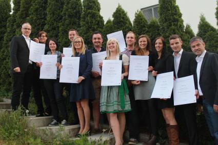 Photo of 10 frisch diplomierte F&B Manager auf dem Weg zur Tourismus-Karriere