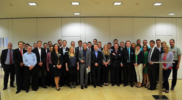 Photo of Studierende und Atradius-Mitarbeiter nahmen am gemeinsamem Unternehmensplanspiel teil
