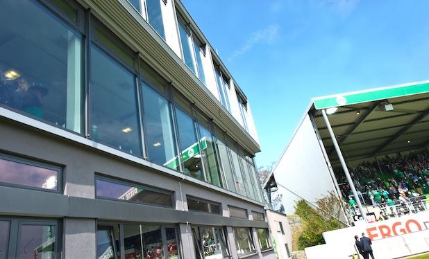Photo of Sportbusiness Campus und SpVgg Greuther Fürth eröffnen ersten privaten Hochschulcampus bei einem Fußball-Bundesligisten