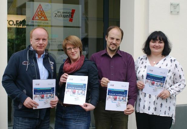 """Photo of Neues Arbeitsheft """"Zukunft Ausbildung?!"""" für Jugendliche zur """"Dualen Ausbildung"""""""