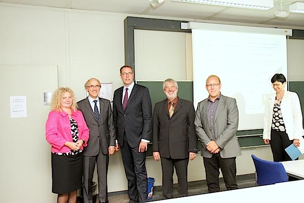 Photo of Sozialminister Alexander Schweitzer besucht Lehrstuhl Integrierte Sensorsysteme