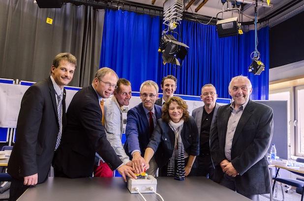 Photo of Campusvernetzung: symbolischen Startknopf gedrückt