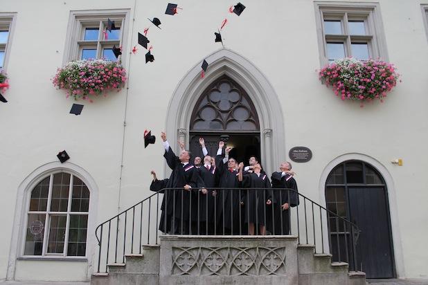 Photo of Weiterbildungszentrum der THD feiert 500. Masterabsolventen