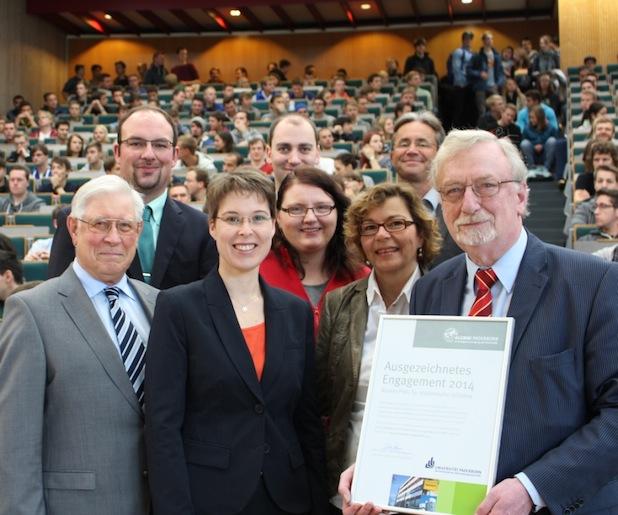 """Photo of Alumni-Preis """"Ausgezeichnetes Engagement 2014"""" der Universität geht an studentischen Verein """"MTKJ"""""""