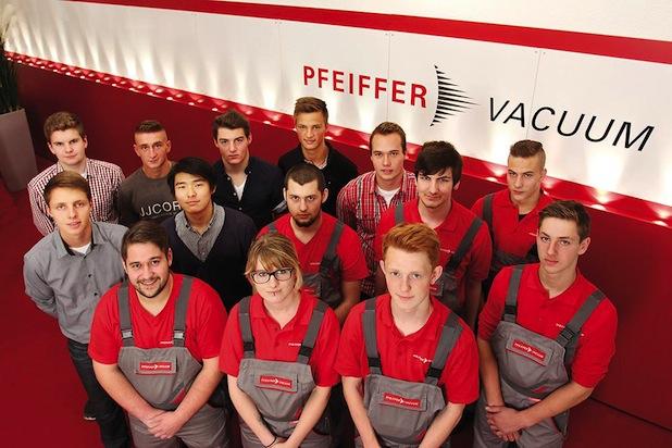 Photo of Neue Auszubildende und StudiumPlus-Studierende starten bei Pfeiffer Vacuum ins Berufsleben