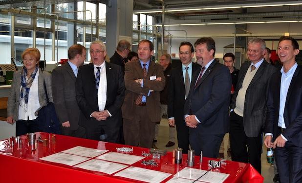 Politprominenz aus Siegen-Wittgenstein beim Tag der Ausbildung der EJOT-Gruppe.