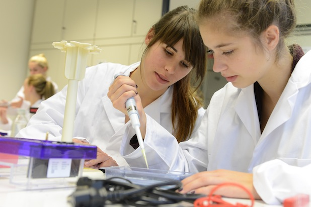 """Photo of Ausgezeichnet mit der Hochschulperle des Jahres 2014 – das Mobile Schülerlabor """"Science on Tour"""""""