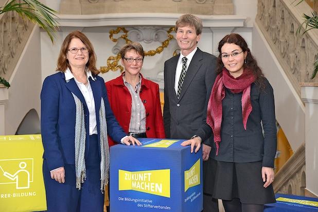 Photo of Universität Paderborn gewinnt Strategiewettbewerb zur Digitalisierung der Hochschulbildung