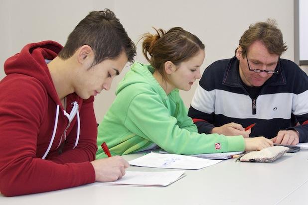 Das gemeinsame Lernen bringt viele Denkanstöße. Foto: djd/Studienkreis
