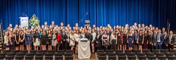 Photo of Fachbereich Wirtschaftswissenschaften verabschiedete rund 200 Absolventinnen und Absolventen feierlich