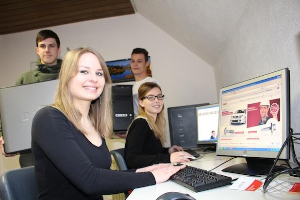 Photo of EJOT spendet Computer und Notebooks an Gymnasium Schloss Wittgenstein