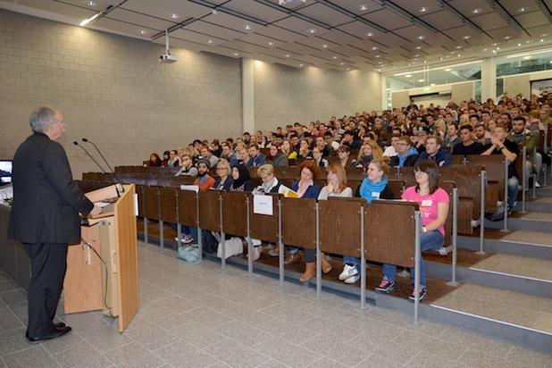 Photo of 679 neue Studierende am RheinMoselCampus begrüßt
