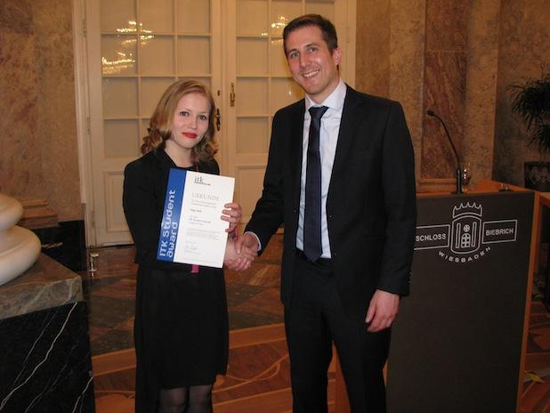 Photo of Studentin der Hochschule RheinMain erhält den ersten ITK Student Award 2015
