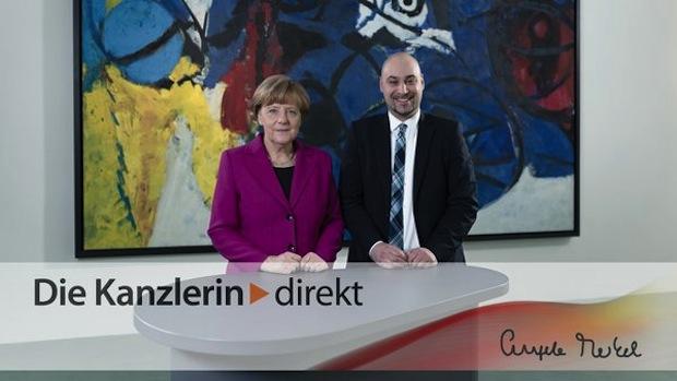Photo of Bundeskanzlerin Angela Merkel im Gespräch mit Dr.-Ing. Roman Dumitrescu von der Universität Paderborn