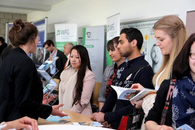 Photo of 10. Firmenkontaktmesse Praxis@Campus mit guter Resonanz und Ausstellerrekord