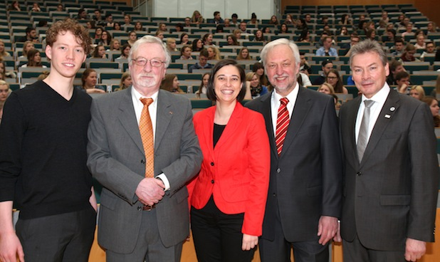 Photo of 380 Studienanfänger an der Universität Paderborn: Erstsemesterbegrüßung erstmals mit Präsident Wilhelm Schäfer