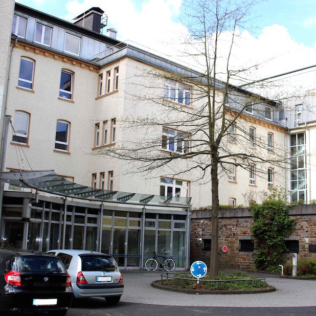 """Photo of Fakultätsrat der Fakultät III der Uni Siegen gibt dem ehemaligen Kreisklinikum den Namen """"Ludwig-Wittgenstein-Haus""""."""