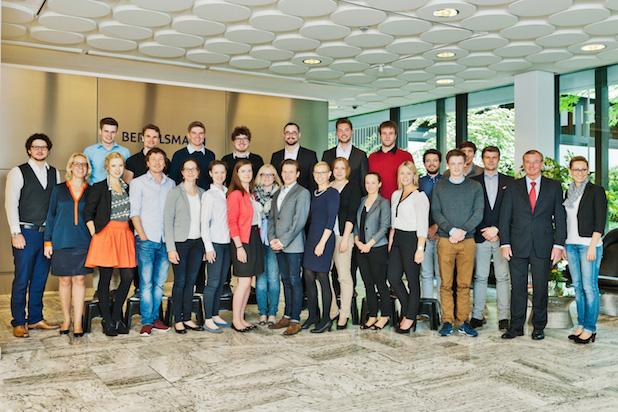 Photo of 17 Studierende der Universität Witten/Herdecke diskutieren mit Top-Managern von Bertelsmann über Zukunftsstrategien