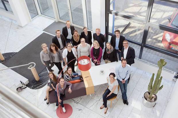 Die Einrichtungsbranche verfügt mit der Fachschule des Möbelhandels (Möfa) in Köln über ihre eigene, staatlich anerkannte Weiterbildungseinrichtung (Foto: djd/Fachschule des Möbelhandels).