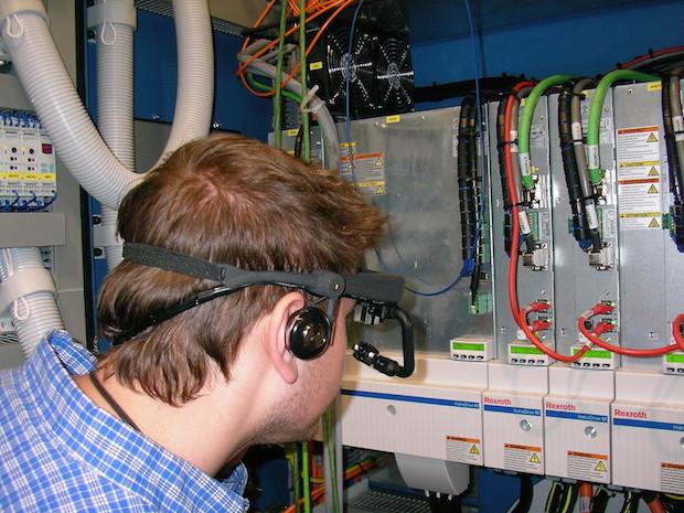 Photo of Neuartige Service-Datenbrille reduziert Produktionsausfallzeiten