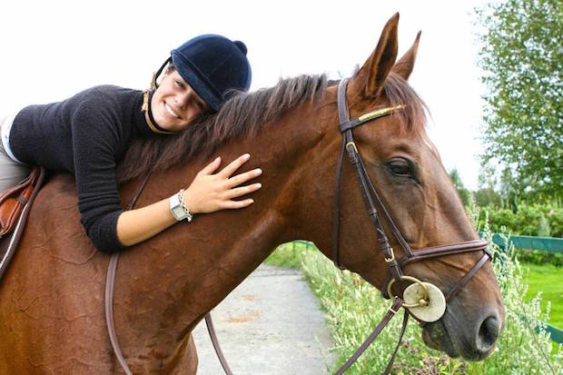Englisch lernen und Spaß haben auf dem Rücken der Pferde: Da schlägt jedes Mädchenherz höher. Foto: djd/europartner reisen