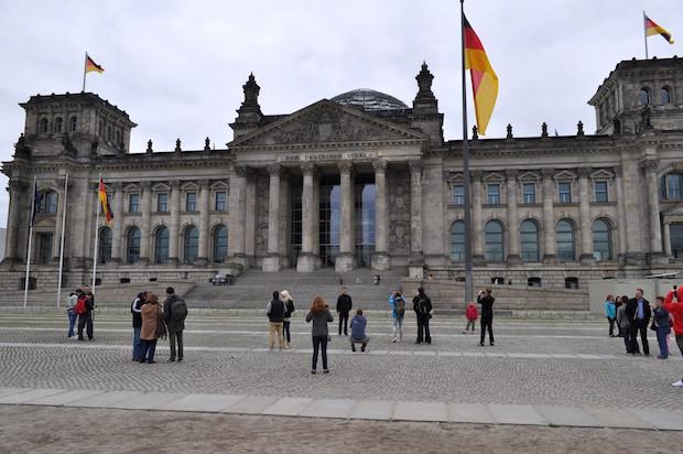 Photo of Bundestag beschließt 20 Millionen Euro mehr für die Auslandsschulen