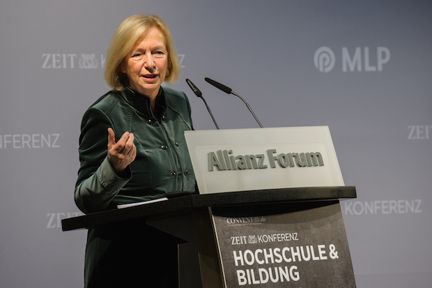 Photo of Bundesbildungsministerin Johanna Wanka: Kooperationen von Wissenschaft und Wirtschaft stärken