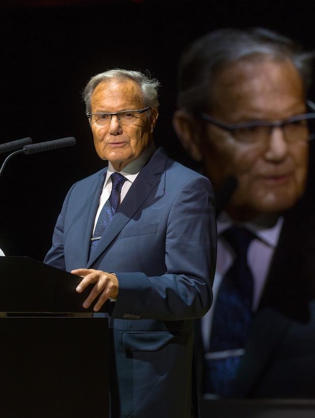 Photo of Professor Manfred Weck in die Hall of Fame aufgenommen