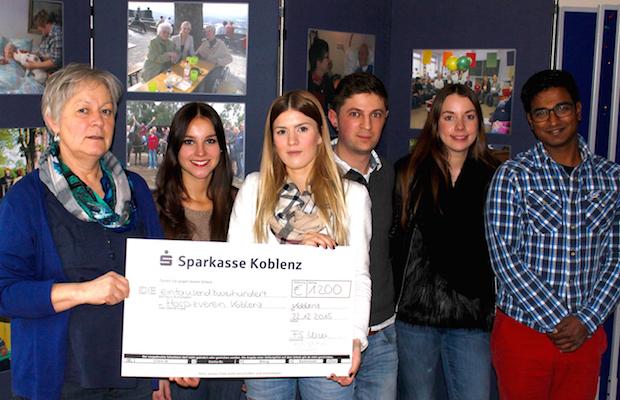 Photo of Studierende der Hochschule Koblenz spenden für Hospizverein Koblenz und für ein Kinderheim in Nicaragua