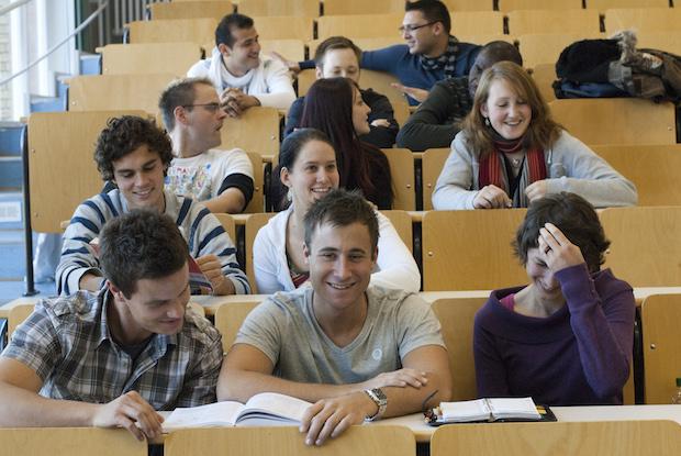 Foto: FH-Archiv Studieren mit Aussicht in modernen Hörsälen und Laboren.  Foto: Fh-Bingen