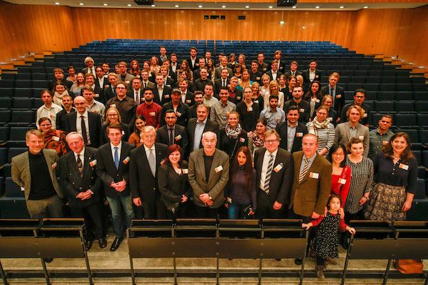 Stifter und Stipendiaten bei der offiziellen Feier zur Vergabe von 77 neuen Deutschlandstipendien der Fachhochschule Dortmund. Foto: Fachhochschule Dortmund