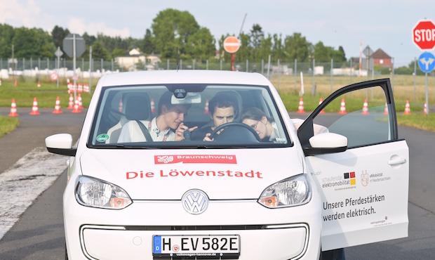 Photo of DRIVE-E-Akademie 2016: 54 Studierende auf der elektromobilen Überholspur