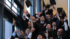 40 berufsbegleitende Master Absolventen verabschiedet