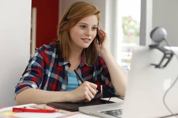 Mit Internet und Smartphone können Schüler an jedem Ort der Welt pauken